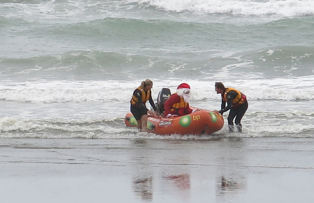 Santa arrives on New Brighton beach, 12/12/015.
